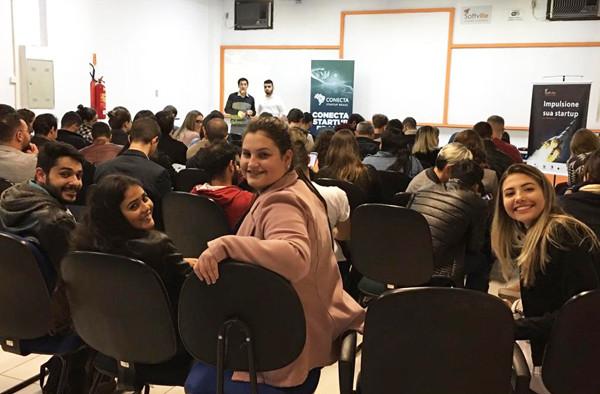 Acadêmicos de Administração participam do Conecta Startup Brasil