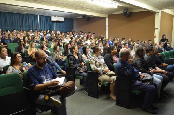 Aula Magna da Administração e Ciências Contábeis aborda PNL e gerenciamento emocional