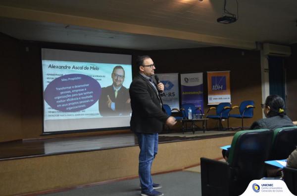 """""""Novas Conexões"""" traz palestra sobre liderança"""