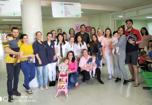 Acadêmicos de Enfermagem participam de ação do Outubro Rosa
