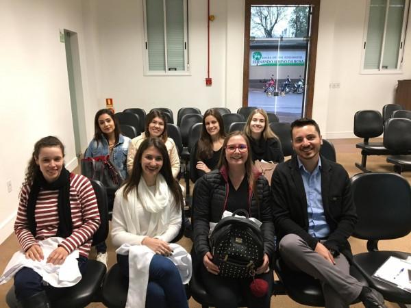 Curso de Fisioterapia da Faculdade CNEC Santo Ângelo  participando de Blitz Postural no Hospital Vida e Saúde de Santa Rosa.