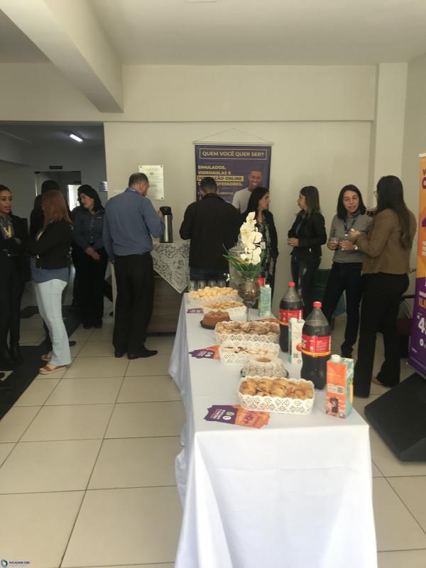 Faculdade CNEC Varginha recebe gerentes da Rede Zema em parceria com a Vivo